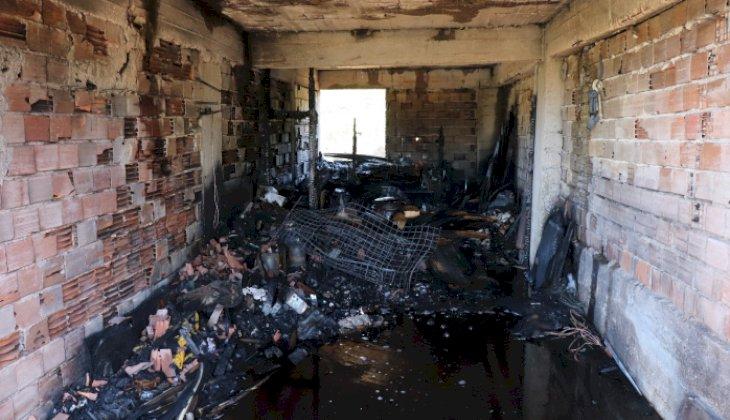 Bayram öncesi ekmek yapan ailenin evi yangında küle döndü