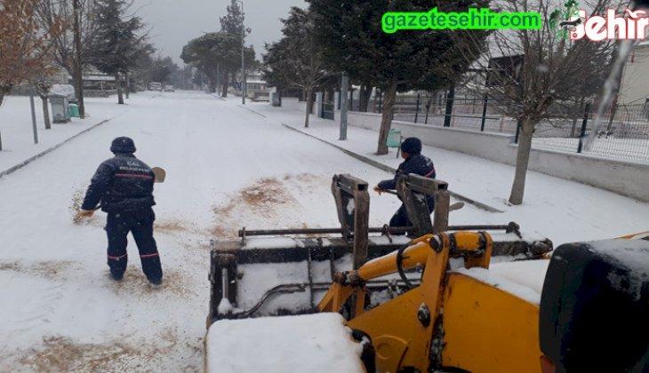 Sabah başlayan kar yağışı kısa sürede esarete neden oldu