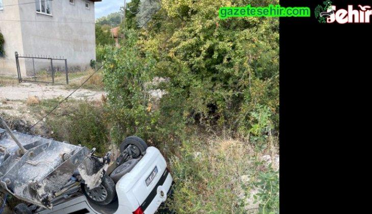 Çameli'de kontrolden çıkan araç çukura düştü