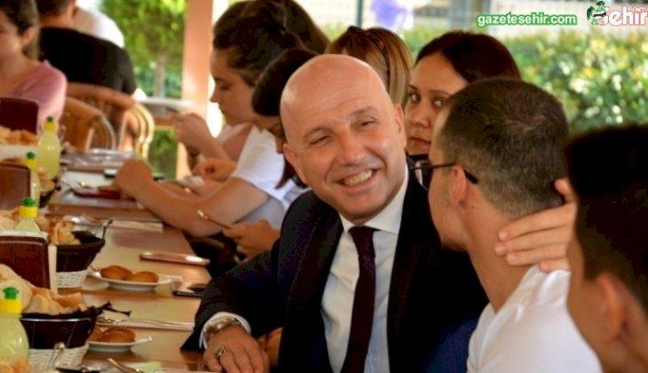 """Başkan Özbaş'tan öğrencilere: """"Ahmet abiniz hep yanınızda"""""""