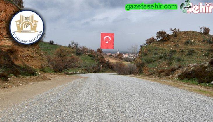 Buldan Belediyesi, Türk bayraklarını yeniliyor