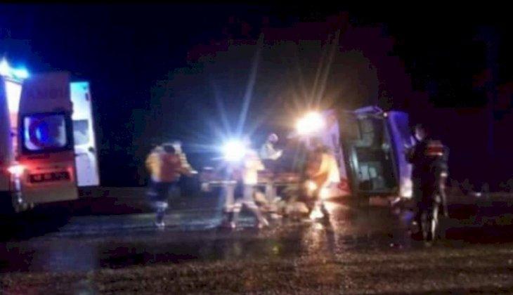 İşçileri taşıyan midibüs devrildi: 27 yaralı